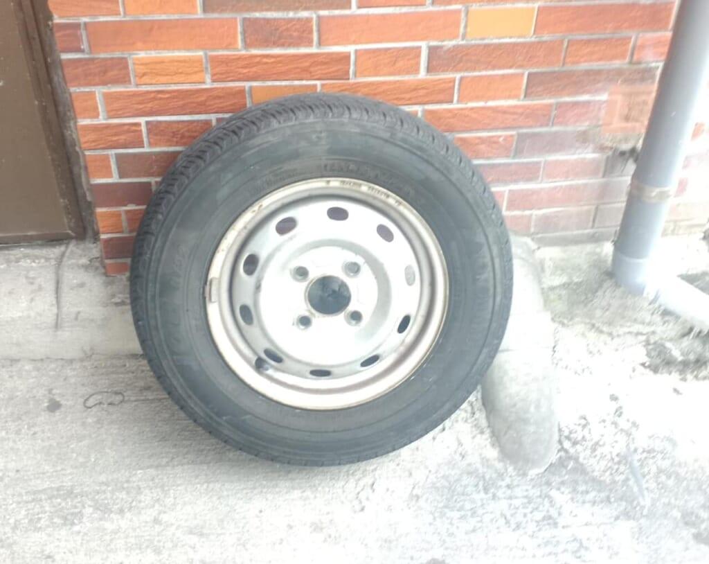 塗装のためタイヤを外す